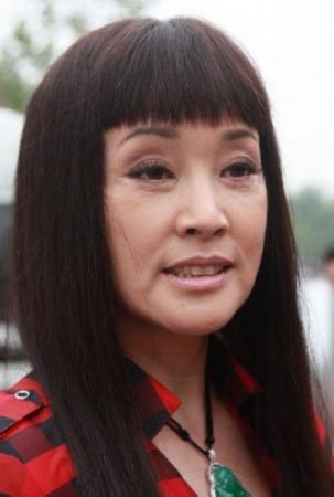 刘晓庆整容前照片-57岁刘晓庆装嫩演儿媳遭吐槽 被曝多次整容保持年轻