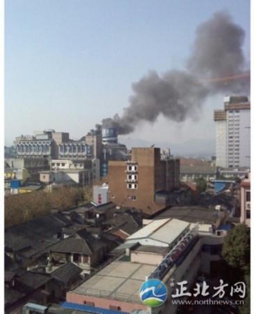 杭州解百起火 无人员伤亡[组图]