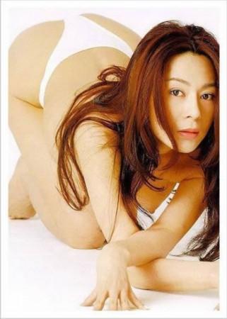陈乔恩露沟装跌倒流血 盘点一线女星性感爆乳瞬间图片