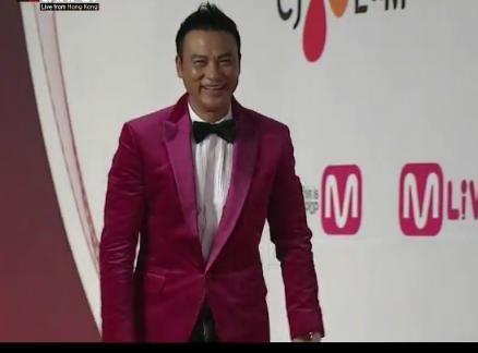 2012MAMA颁奖礼红毯 群星斗艳现场粉丝尖叫嗨爆
