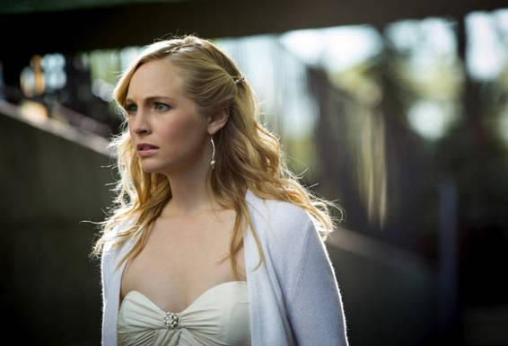 《吸血鬼日记》第四季第9集:卡罗琳爱上