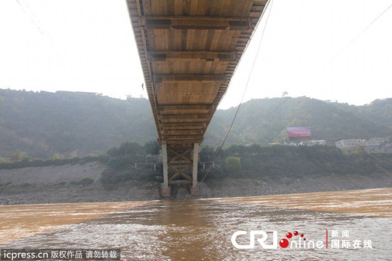 攀枝花金沙江大桥吊杆断裂 桥面现 V 字形
