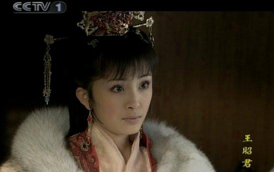 杨幂罕见儿时照曝光图揭其20年演艺生涯_新闻