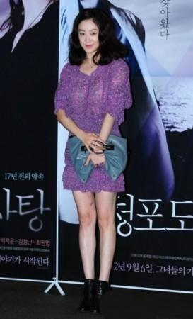 虽然在剧中郑丽媛的打扮不甚华丽,但在私下里她可绝对是韩国年轻演图片