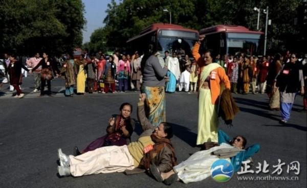 印度女大学生照片_印度女大学生公交遭轮奸案嫌疑人被捕(组图)_新闻_南海网