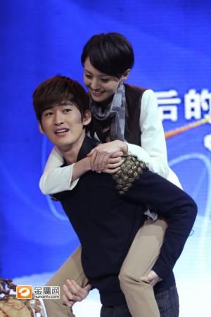 杨幂 张翰郑/当初在《春光灿烂猪八戒》时,两人扮演的是一对情侣,只是没...