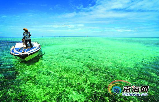 礁石嶙峋鱼游浅滩渔人满载 三沙让人心驰神往