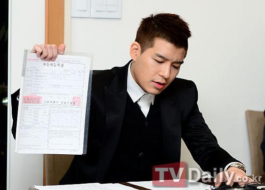 新浪娱乐讯原韩国组合水晶男孩成员姜成勋涉嫌诈骗一案于...