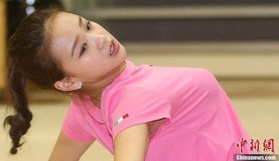 大奶子萝莉人体艺术_孙妍在脚趾骨折尚未痊愈 艺体萝莉推迟出国备战(图)