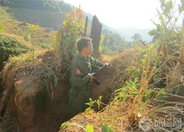 资料图:参加战斗的缅甸克钦武装士兵.