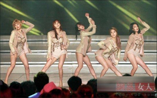 韩国女团激烈裸露战