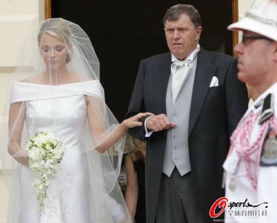 霍尔金娜与普京_那些联姻高官的体坛明星