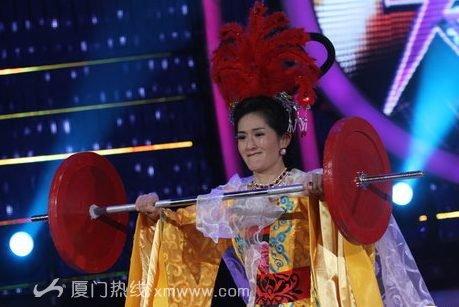 ...变大咖秀》进行了新一期节目的录制,本期节目谢娜变身女儿国...