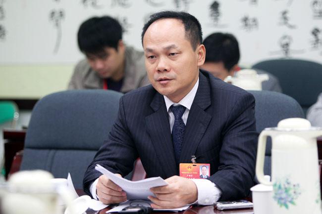 严朝君:力争实现重点项目投资100亿_儋州新闻