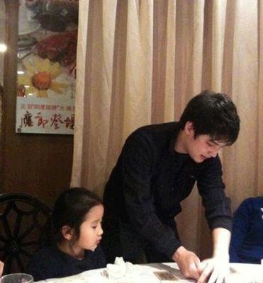 明星 姜文/洪晃和继子,现任老公是法籍中国人,前妻是个法国人,生了个...
