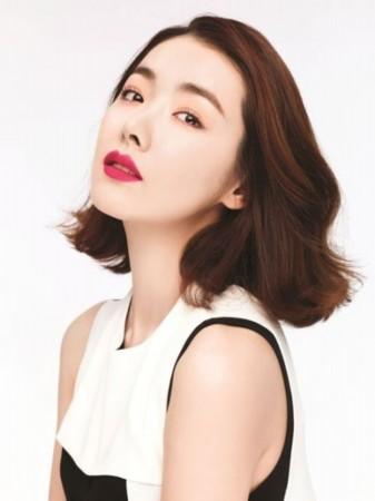 韩国女艺人苏怡贤为其代言的化妆品品牌拍摄了一组新品宣传海高清图片