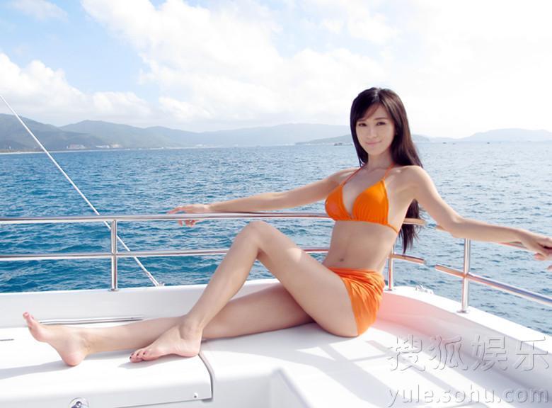 王希维海边诱惑泳装写真