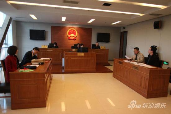 李阳反诉李金家暴 律师称其拿不出证据