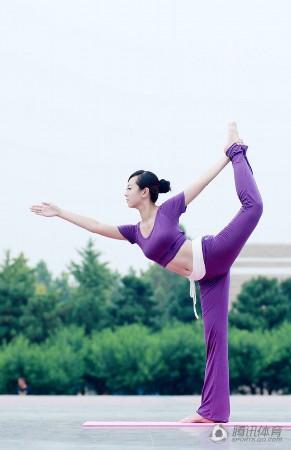 新浪网易博客_高清:美女教师练修身瑜伽_新闻_南海网