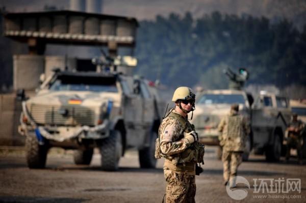匈牙利官方在网络上公布了一组驻阿富汗匈牙利士兵的生活照.