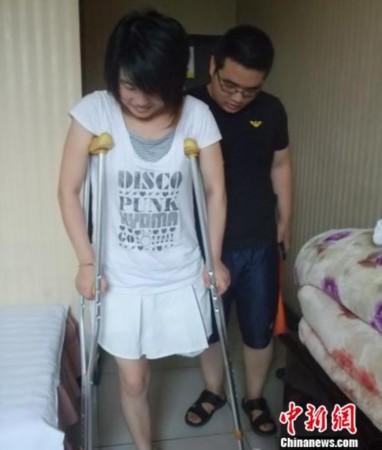 最美兵哥哥与背着父亲上学女孩:生活总有希望