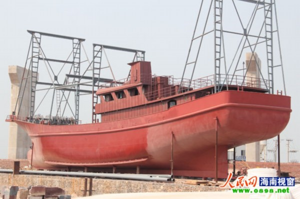 这几艘铁质渔船,我们现在着力自己设计自己建造,有了这样的渔船,渔民
