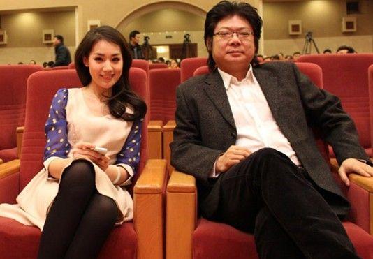 张江大学生在坐爱电影_导演刘一君与《青春雷锋》女主角张江诗琴
