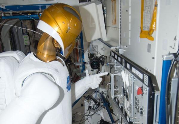 国际空间站宇航员太空生活照:神秘北极光(图)