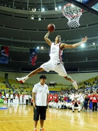 CBA外援返NBA:鸟人JR如鱼得水 麦蒂为圆梦而