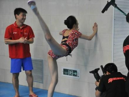 刘雨欣跳水不惧走光三点式泳衣令万千宅男疯狂