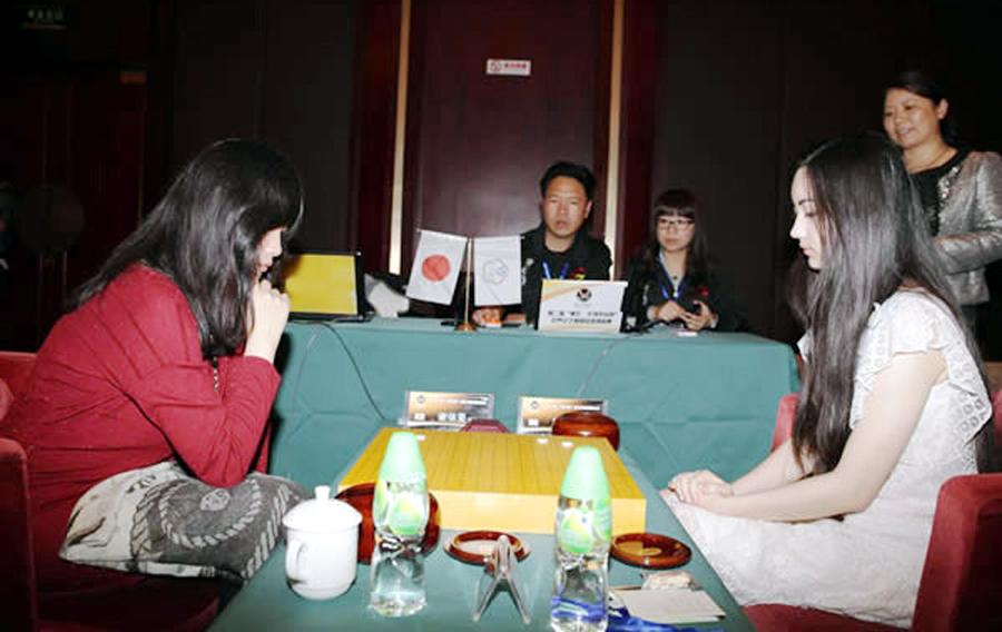 台湾美女棋手代表日本出战 对阵混血美女黑嘉