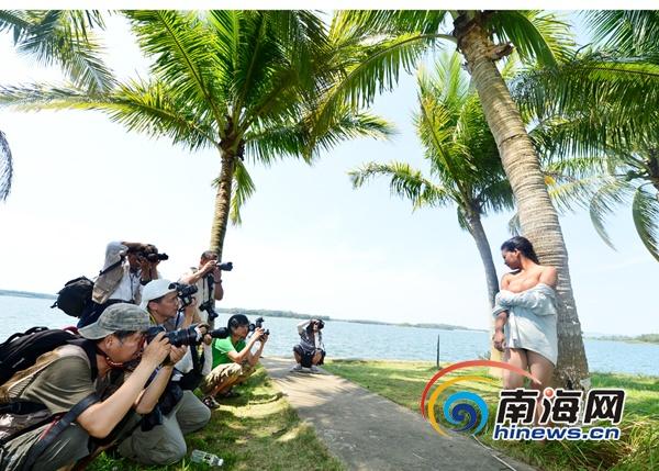 美丽海南人体摄影:模特在南丽湖畔的专业展示