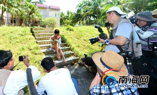 淫人体艺术摄影_美丽海南人体摄影:模特在南丽湖畔的专业展示