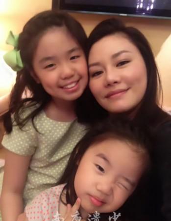钟镇涛三个漂亮女儿近照曝光图片