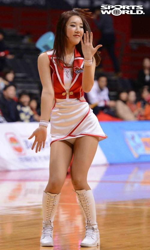 跳到走光的韩国篮球啦啦队