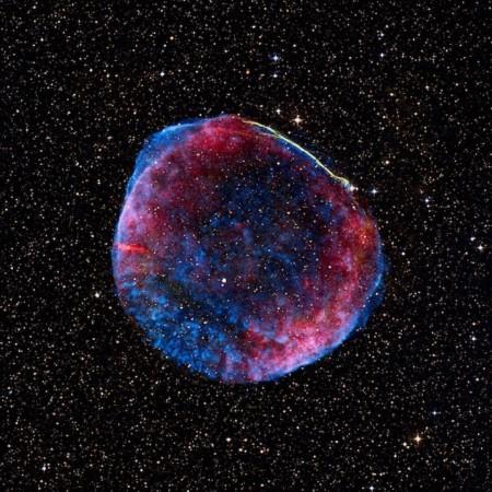 状如警车顶灯的超新星残余