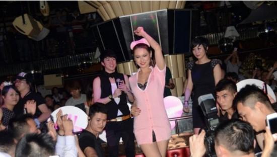 小泽玛利亚穿护士玩具服上海走穴情趣内衣粉色穿图片