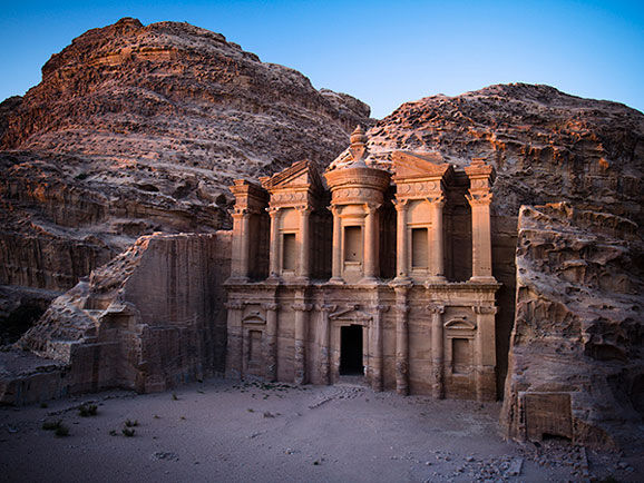 约旦佩特拉,约旦佩特拉古城遗址中的修道院.