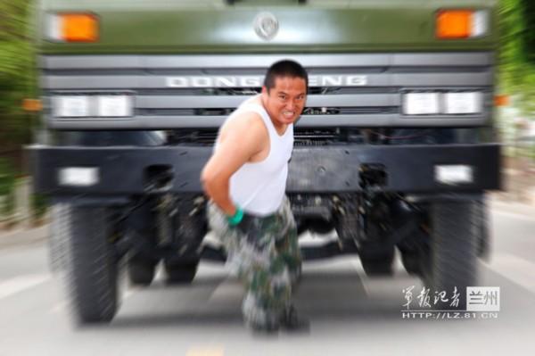 180公斤油桶拉车图片