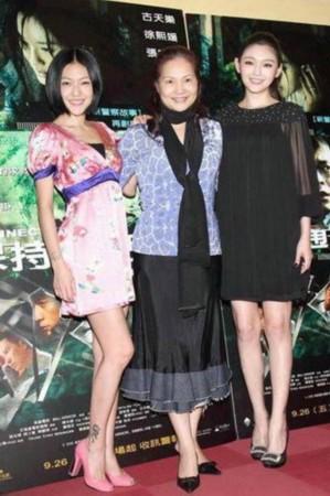 两年后,张伟欣在电影《飞来的仙鹤》中第一次担任女主角.