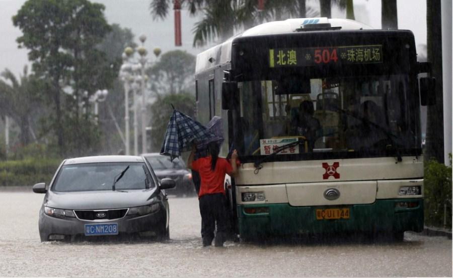 高清:珠海遭特大暴雨袭击 全城内涝几近瘫痪