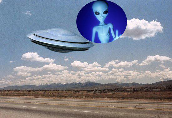 """""""外星人""""与""""飞碟""""(想象图)-调查称一半美国人相信地外生命存在"""
