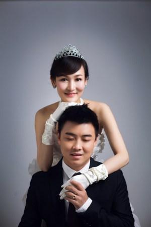 皓大婚张继科当伴郎 接新娘遭刁难做俯卧撑图片