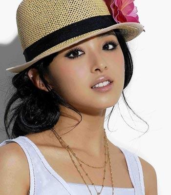张娜拉带帽子的头像