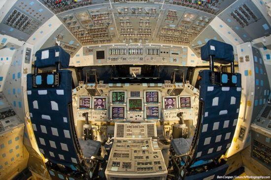 揭秘美国航天飞机驾驶舱复杂内部[组图]