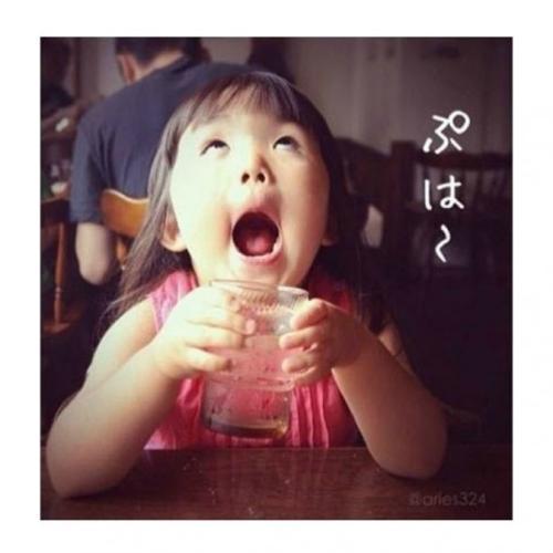 """日本齐刘海女孩获封""""表情帝"""" 盘点萌死人的明星宝宝(组图)图片"""