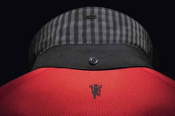 黑色 球衣/曼联公布新赛季客场球衣 黑色格子战袍引发争议...