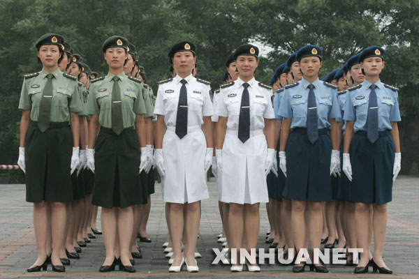 女军官夏常服新华社发-图片全解解放军07式军装图片