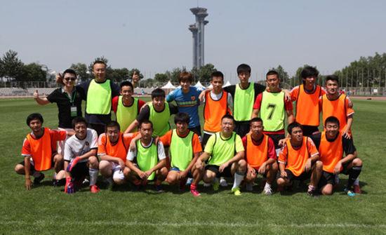 中国球迷足球队鸟巢诞生 15名选手将接受米卢