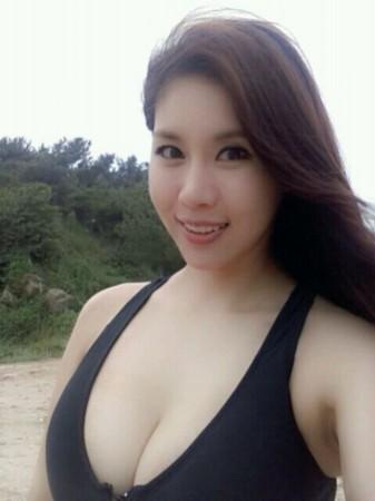 韩d乳美女李徐贤比基尼自拍秀傲人美胸